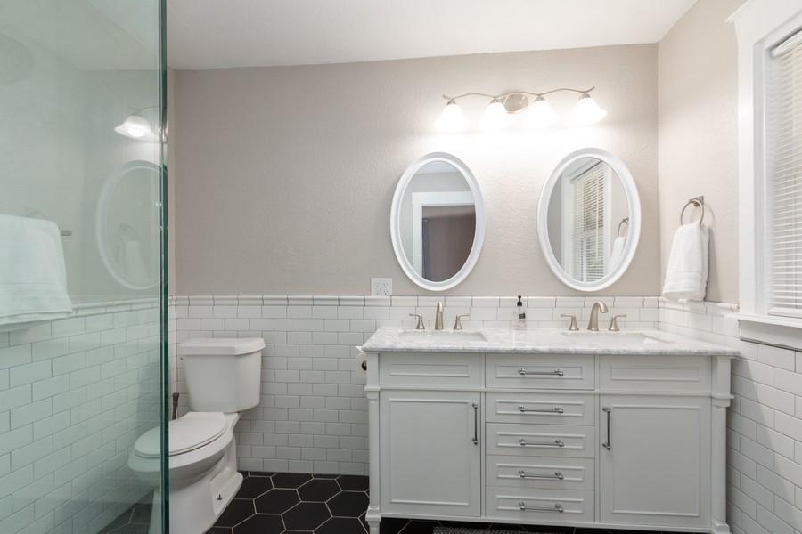 Real Estate Photography - 3347 Gillham Road, Kansas City, MO, 64109 - Master Bathroom