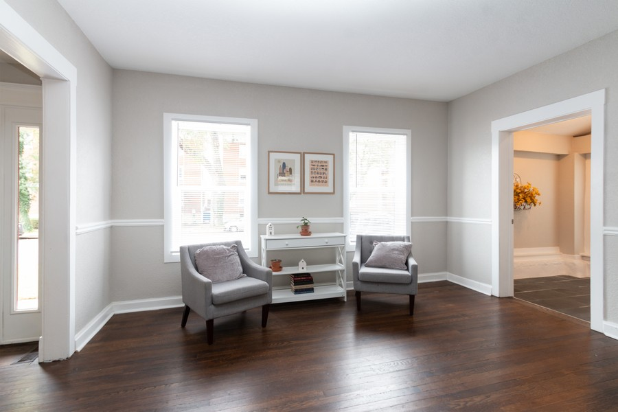 Real Estate Photography - 3347 Gillham Road, Kansas City, MO, 64109 - Family Room