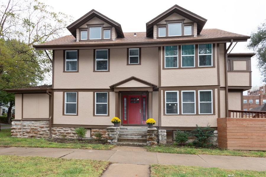 Real Estate Photography - 3347 Gillham Road, Kansas City, MO, 64109 - Front View