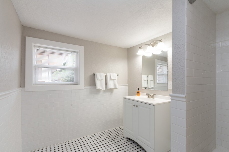 Real Estate Photography - 3347 Gillham Road, Kansas City, MO, 64109 - Bathroom