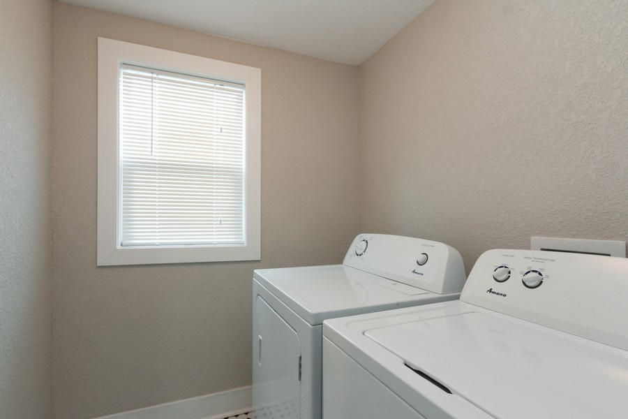Real Estate Photography - 3347 Gillham Road, Kansas City, MO, 64109 - Laundry Room