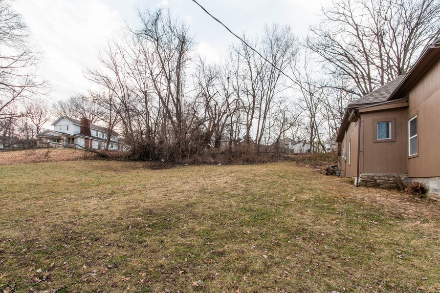 Real Estate Photography - 610 St Louis Ave, Excelsior Springs, MO, 64024 - Front Yard