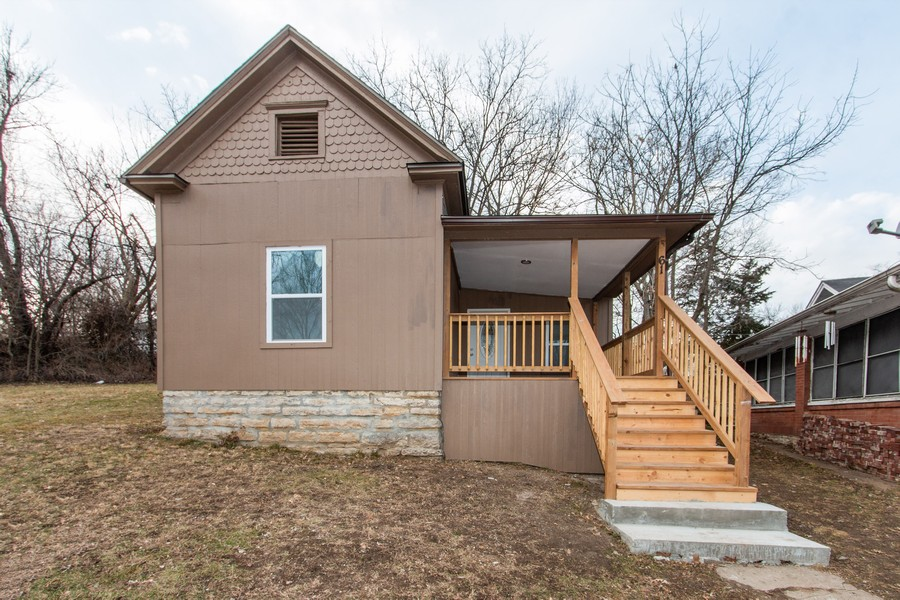 Real Estate Photography - 610 St Louis Ave, Excelsior Springs, MO, 64024 - Front View