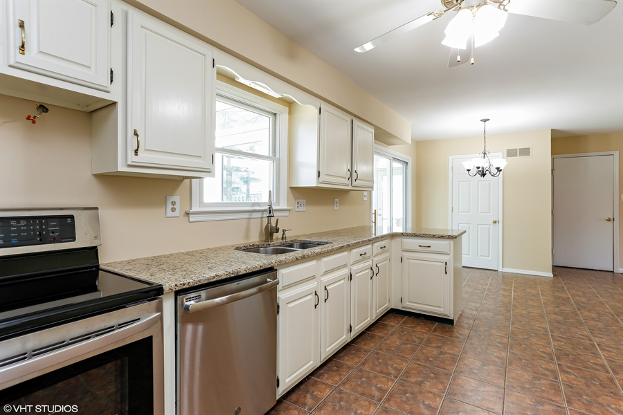 Real Estate Photography - 2422 Calf Run Dr, Wilmington, DE, 19808 - Granite Countertops & Stainless