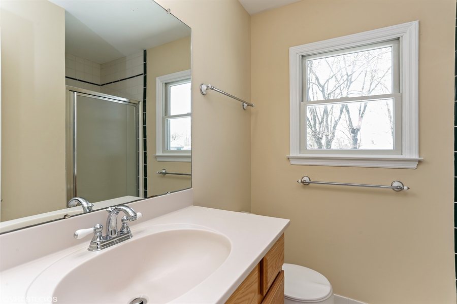 Real Estate Photography - 2422 Calf Run Dr, Wilmington, DE, 19808 - Master Bath Upper Level