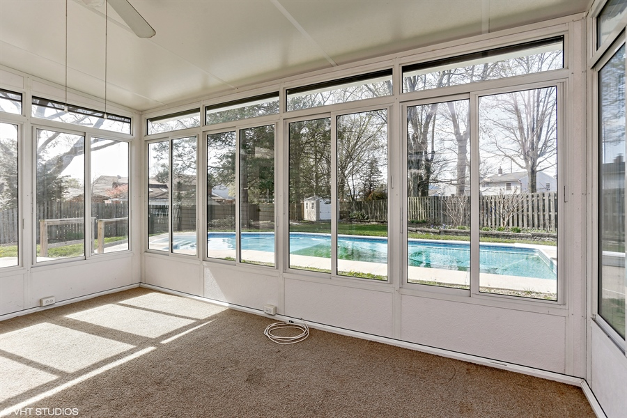Real Estate Photography - 2422 Calf Run Dr, Wilmington, DE, 19808 - Beautiful Sun Room