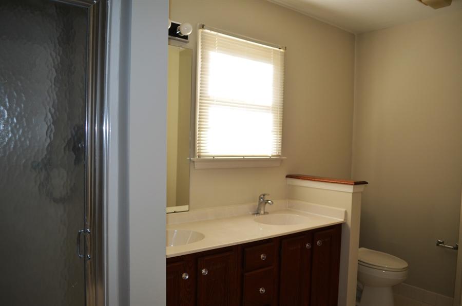 Real Estate Photography - 511 Summerbreeze Dr, Newark, DE, 19702 - Master Bathroom w Double Sink & Soaking Tub