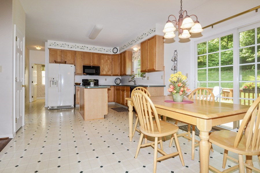 Real Estate Photography - 508 Thorndale Dr, Hockessin, DE, 19707 - Kitchen / Breakfast Room