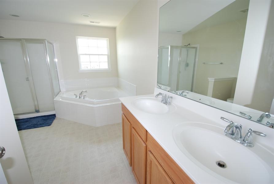 Real Estate Photography - 164 Harvest Grove Trl, Dover, DE, 19901 - Master suite bathroom