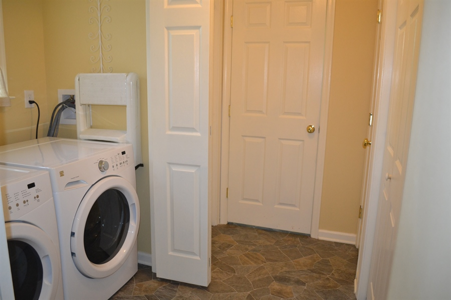 Real Estate Photography - 308 Tindall Rd, Wilmington, DE, 19805 - 1st Floor Laundry and Full Bath