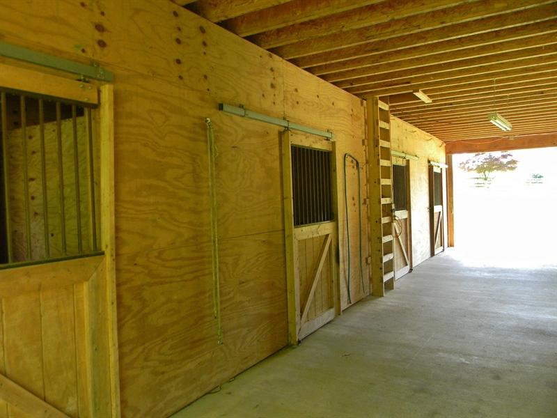 Real Estate Photography - 695 Ragan Rd, Conowingo, MD, 21918 - CENTER AISLE & HAY LOFT
