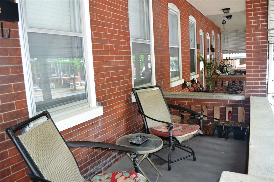 Real Estate Photography - 520 N Lincoln St, Wilmington, DE, 19805 - Great Front Porch
