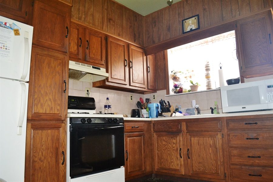 Real Estate Photography - 520 N Lincoln St, Wilmington, DE, 19805 - Kitchen