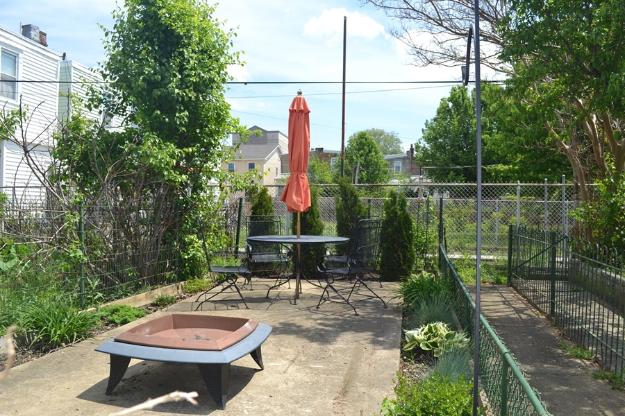 Real Estate Photography - 520 N Lincoln St, Wilmington, DE, 19805 - Back Yard