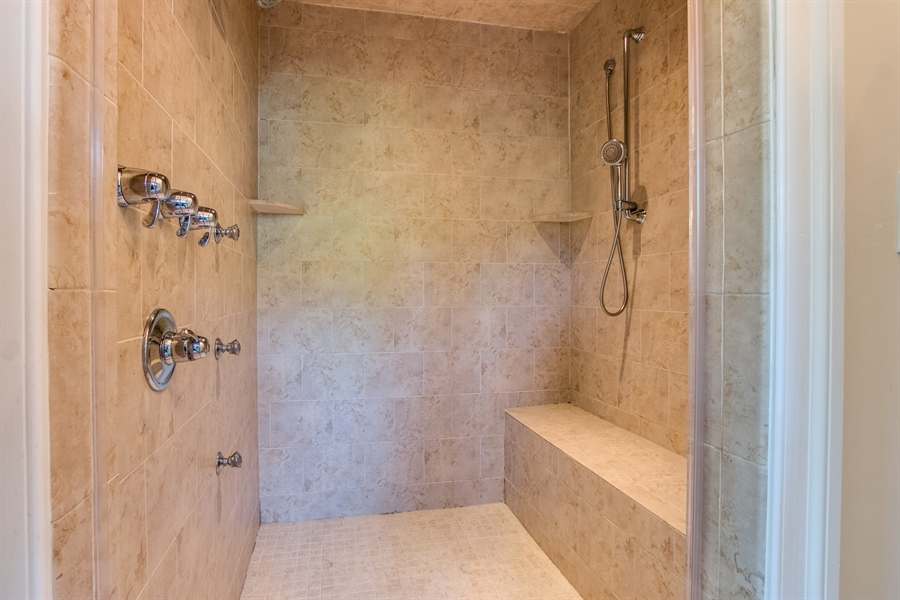 Real Estate Photography - 210 Phillips Mill Ln, Newark, DE, 19711 - Tremendous Shower with Jets