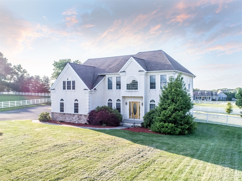 Real Estate Photography - 85 Rolling Green Ln, Elkton, MD, 21921 - Stucco/stone Front Colonial in Heart of Fair Hill