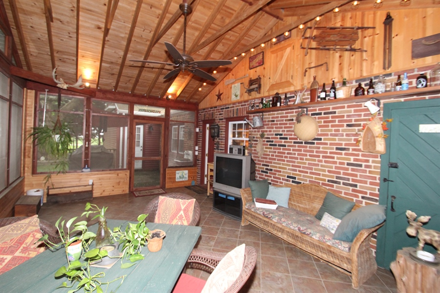 Real Estate Photography - 103 Mendell Pl, New Castle, DE, 19720 - Screened Porch