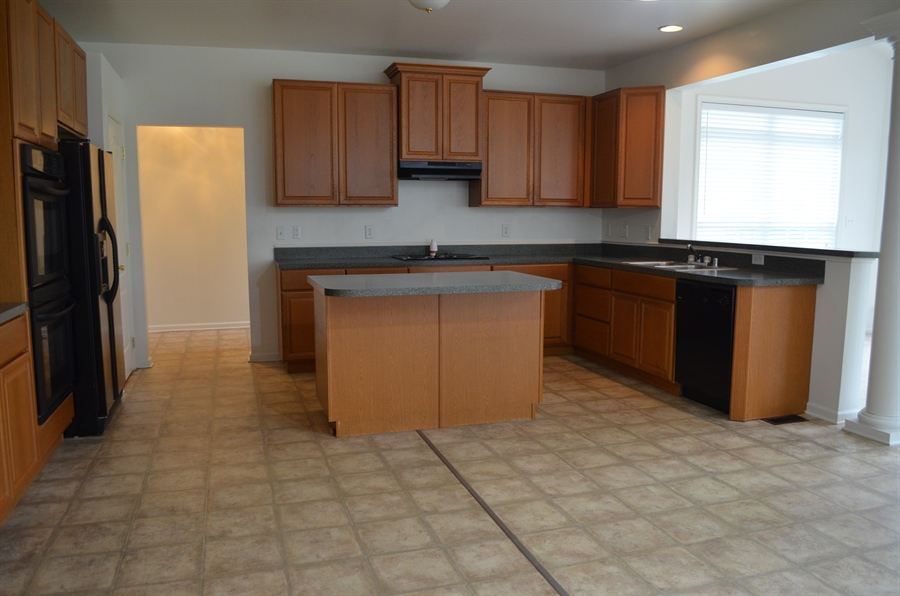 Real Estate Photography - 15 Bay Blvd, Newark, DE, 19702 - Kitchen with Island and Breakfast bar