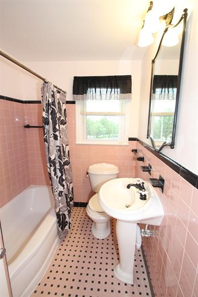 Real Estate Photography - 1500 McGovern Ter, Wilmington, DE, 19805 - Full Bath