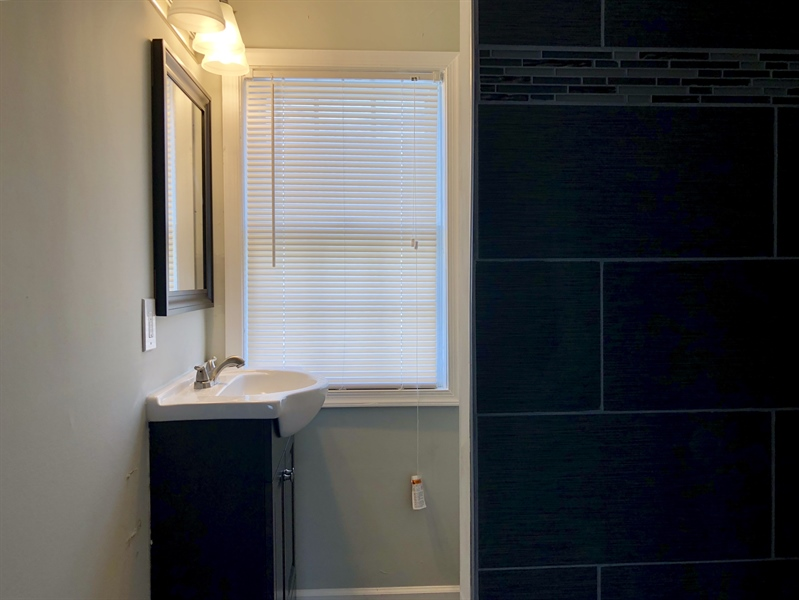 Real Estate Photography - 140 Killoran Dr, New Castle, DE, 19720 - Upstairs full bath with tiled shower and new vanit