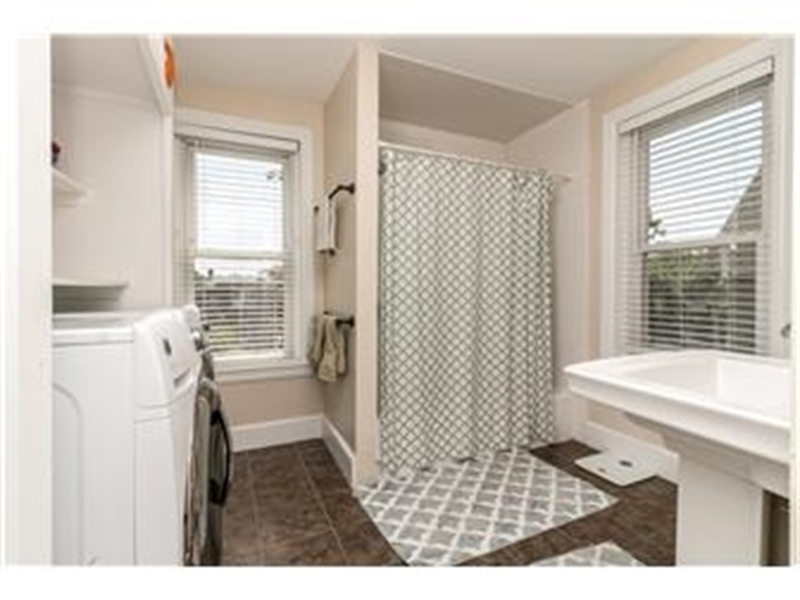 Real Estate Photography - 1524 Clinton St, Wilmington, DE, 19806 - Updated Main Bath