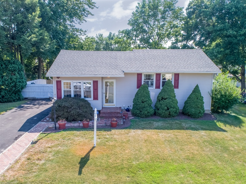 Real Estate Photography - 108 Rolling Dr, Newark, DE, 19713 - Welcome to 108 Rolling Drive, Rutherford, Newark
