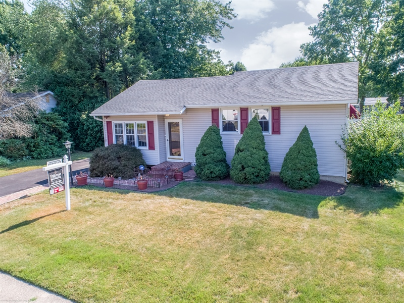 Real Estate Photography - 108 Rolling Dr, Newark, DE, 19713 - It feels crisp and clean as soon as you arrive