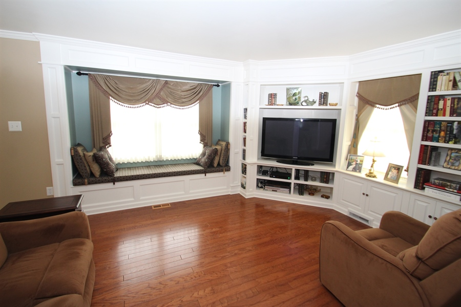 Real Estate Photography - 37 Danvers Cir, Newark, DE, 19702 - Living Room