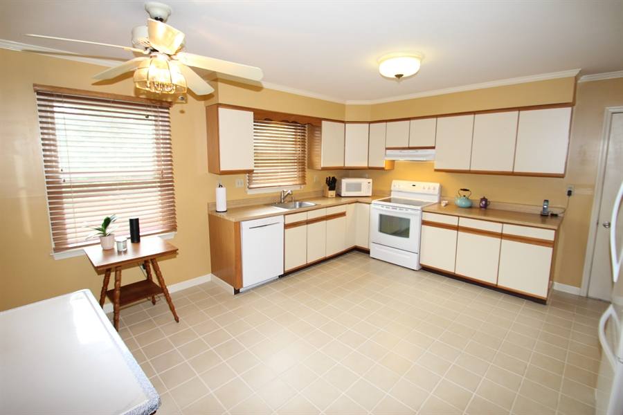 Real Estate Photography - 37 Danvers Cir, Newark, DE, 19702 - Kitchen