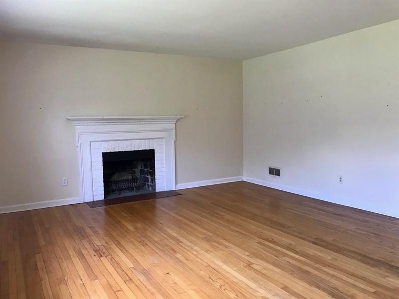 Real Estate Photography - 408 Crest Rd, Wilmington, DE, 19803 - Location 2
