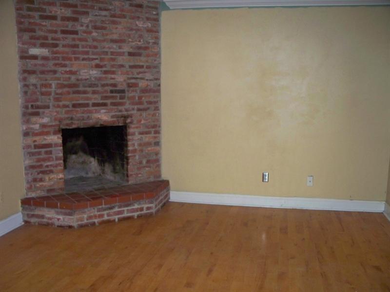 Real Estate Photography - 21 Servan Ct, Wilmington, DE, 19805 - Living Room