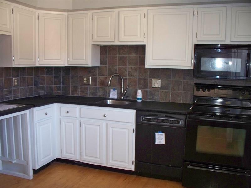 Real Estate Photography - 21 Servan Ct, Wilmington, DE, 19805 - Kitchen