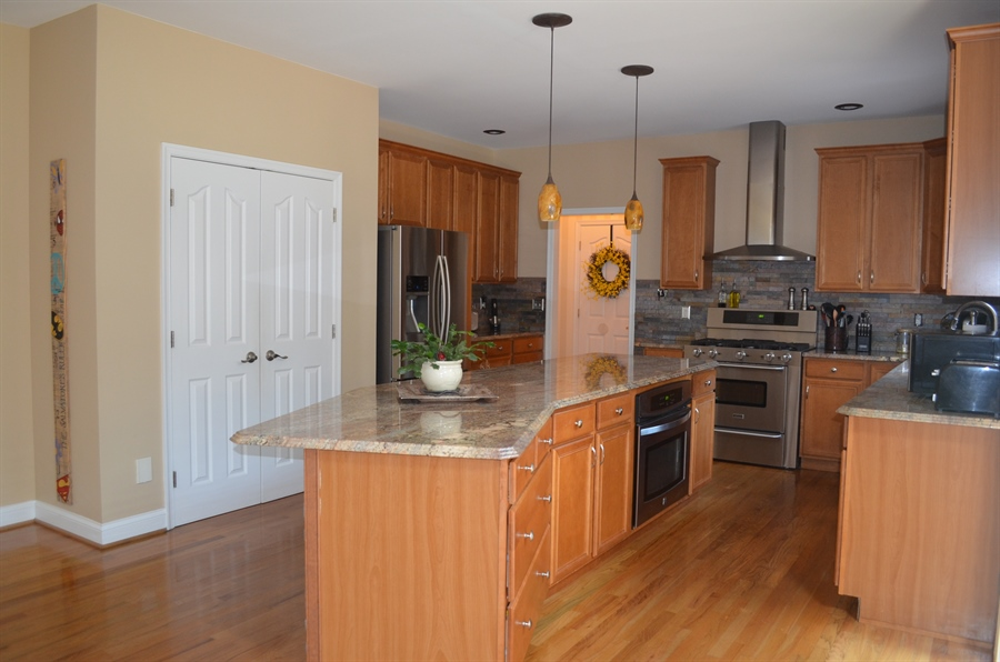 Real Estate Photography - 9 Winterbridge Ct, Newark, DE, 19711 - Granite counters and stainless appliances
