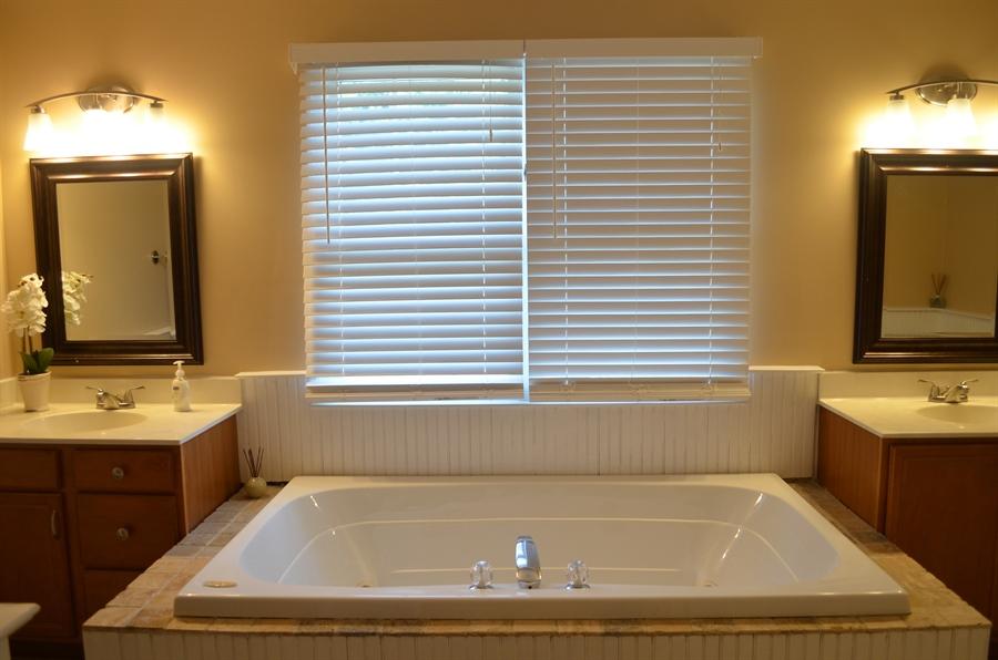 Real Estate Photography - 9 Winterbridge Ct, Newark, DE, 19711 - Master Bathroom w/jacuzzi tub