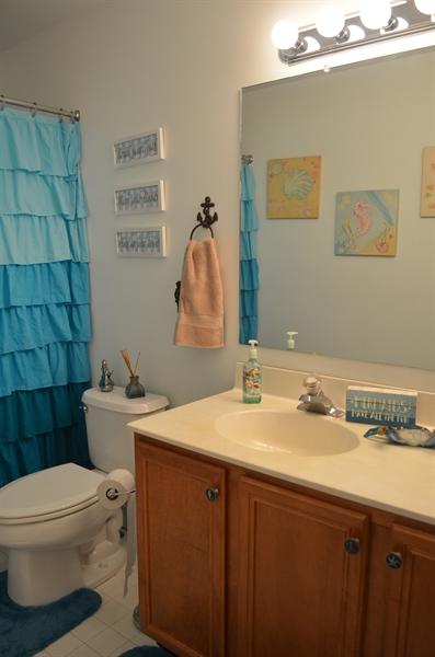 Real Estate Photography - 9 Winterbridge Ct, Newark, DE, 19711 - Princess Suite Full Bathroom
