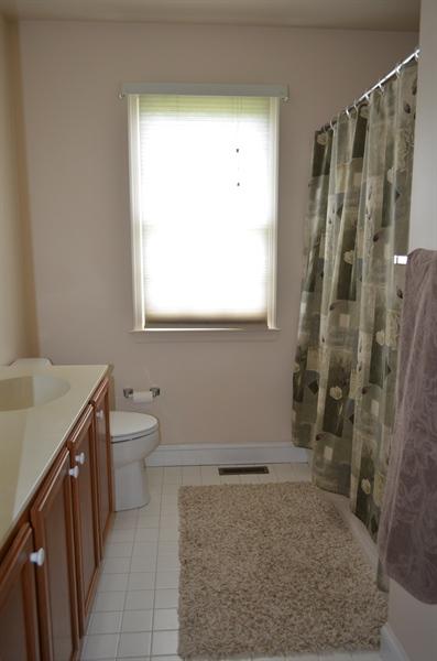 Real Estate Photography - 9 Winterbridge Ct, Newark, DE, 19711 - 2nd floor full bathroom