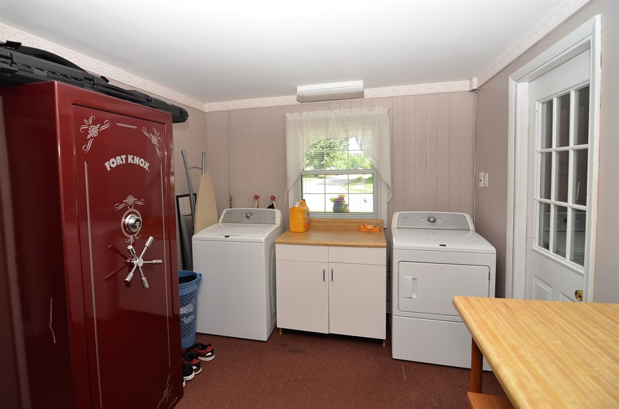 Real Estate Photography - 2210 Lancashire Dr, Wilmington, DE, 19810 - Laundry Room