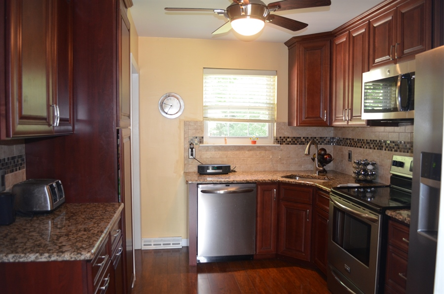 Real Estate Photography - 8 Newside Ct, Newark, DE, 19711 - Granite and stainless steel appliances