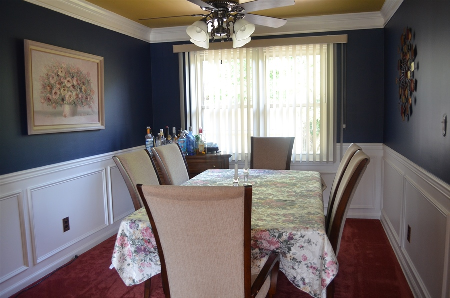 Real Estate Photography - 8 Newside Ct, Newark, DE, 19711 - Formal Dining room w/crown and chair rail moulding