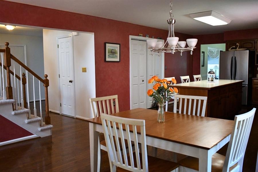 Real Estate Photography - 28 Morning Glen Ln, Newark, DE, 19711 - Eat-in kitchen