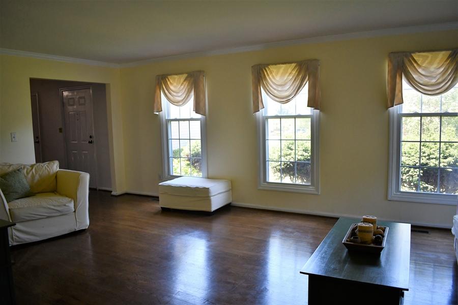 Real Estate Photography - 28 Morning Glen Ln, Newark, DE, 19711 - Gleaming hardwood floors