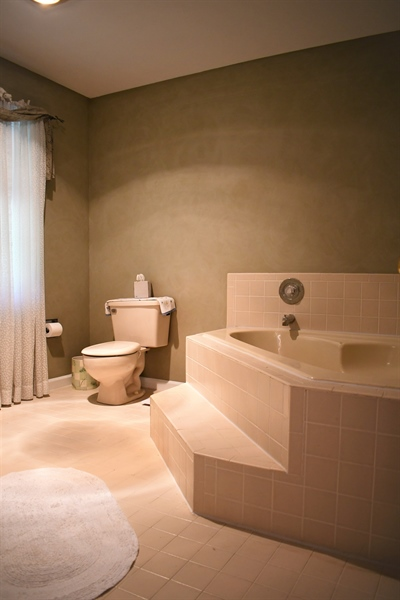 Real Estate Photography - 28 Morning Glen Ln, Newark, DE, 19711 - Master bathroom