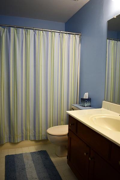 Real Estate Photography - 28 Morning Glen Ln, Newark, DE, 19711 - Full bathroom