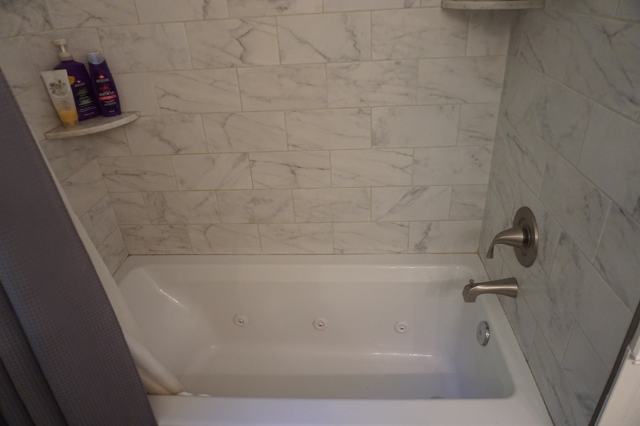 Real Estate Photography - 331 Ware Rd, Newark, DE, 19711 - Jacuzzi Jetted Tub