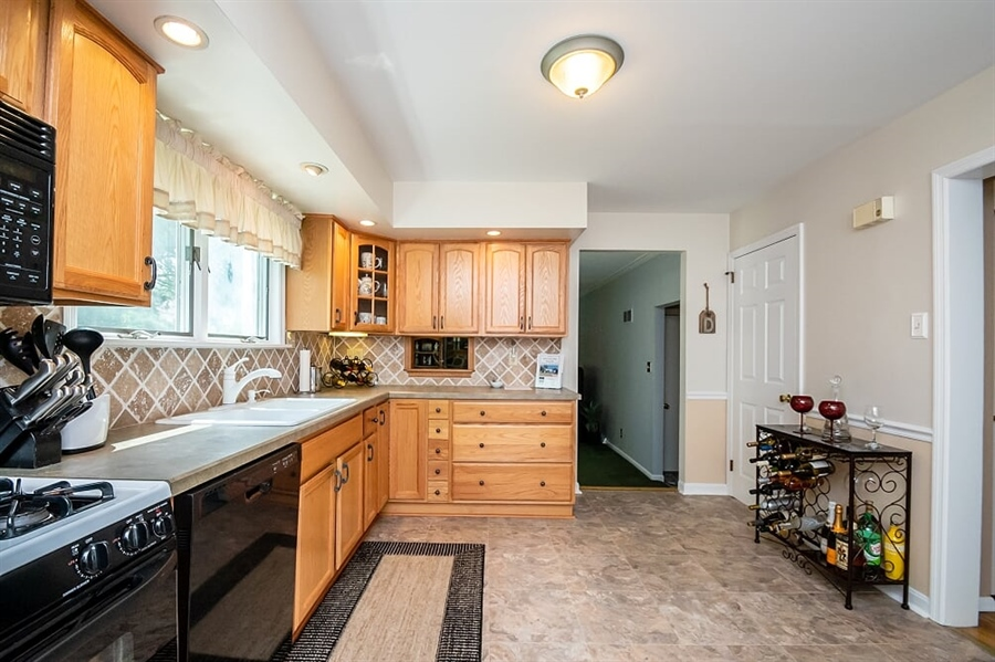 Real Estate Photography - 2319 Empire Dr, Wilmington, DE, 19810 - Spacious updated kitchen
