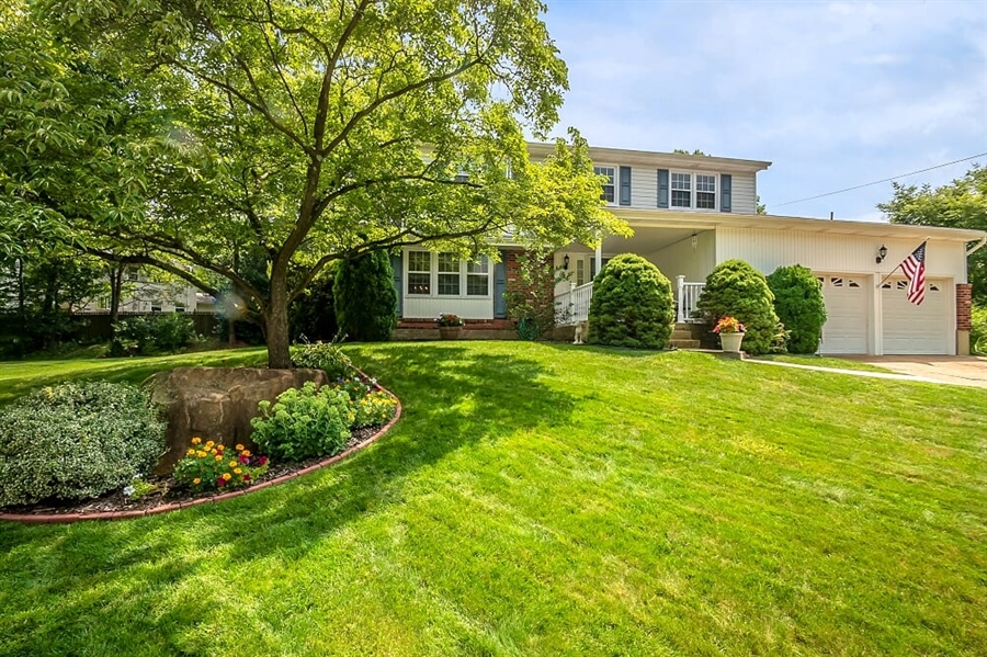 Real Estate Photography - 2319 Empire Dr, Wilmington, DE, 19810 - Manicured and landscaped lawn