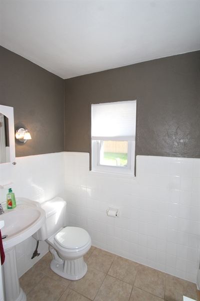 Real Estate Photography - 200 Park Ave, New Castle, DE, 19720 - Full Bath