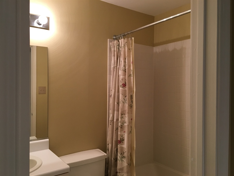 Real Estate Photography - 1400 Braken Ave, Wilmington, DE, 19808 - ...with another Full Bath!