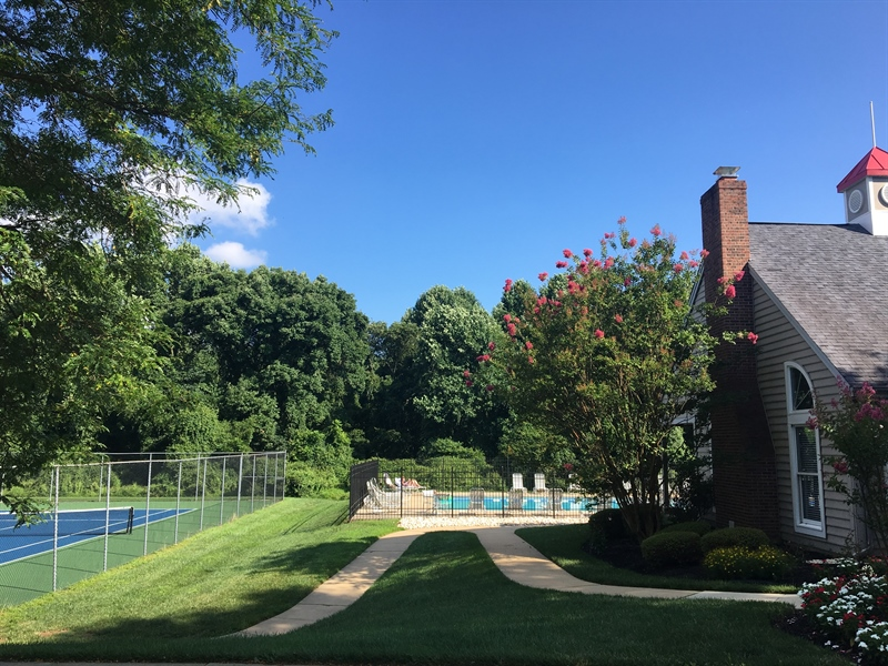 Real Estate Photography - 1400 Braken Ave, Wilmington, DE, 19808 - Community pool, tennis courts, & clubhouse