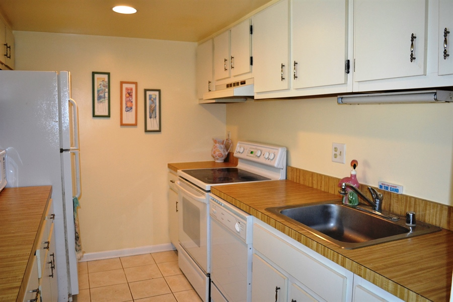 Real Estate Photography - 511 Island House Rd, Bethany Beach, DE, 19930 - Kitchen